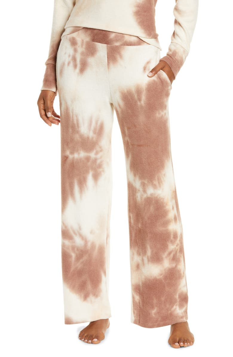 This work from home season,  tie-dye loungewear has been the staple outfit. Everyone around the world has been looking for moments of comfort amidst the crisis. You know what, your outfit of the day decides your vibe for the day. All we want is to share the relief we found in these tie and dye comfort wear. We assure you, you want clothes that make you happy. This is precisely why we have curated a list of only the best tie and dye comfort pieces. Every uniquely dyed piece in the list has an exceptional ability to make you feel chic and comfortable.